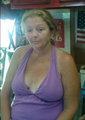 Пышная бабенка впервые в жизни поучаствовала в групповом порно - фото 2