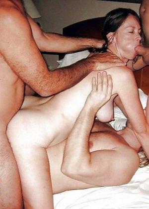 В этой галерее можно подглядеть за групповым сексом и не только – самые откровенные снимки собраны в одном месте - фото 2