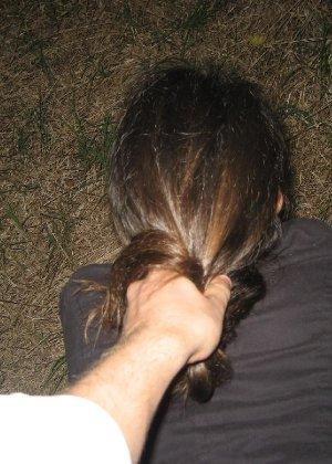 Девушка доводит мужчин до оргазма с помощью ротика специально для того, чтобы ощутить на лице сперму - фото 6