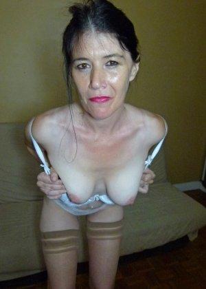 Старая женщина ебется с двумя неграми по вызову - фото 9