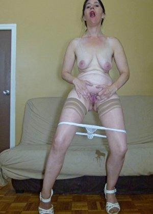 Старая женщина ебется с двумя неграми по вызову - фото 18