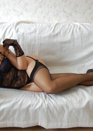 Раскрепощенная и гламурная чертовка хвастается своим сексуальным телом - фото 23