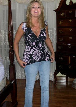 Блондинка обладает соблазнительной внешностью, поэтому она может совратить кого угодно - фото 27
