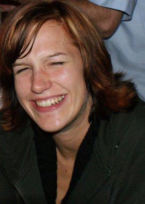 Кэти похожа на мужчину – возможно в этом тайна тех фотографий, где виден мужской член на фоне женских туфель - фото 7