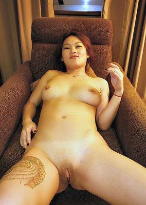 Азиатская красавица демонстрирует сиськи и дырочку между ножками - фото 39