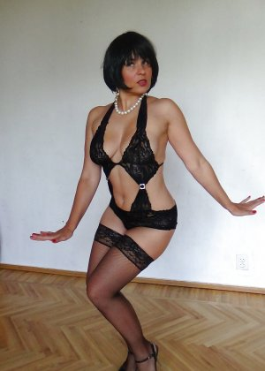 Раскрепощенная и гламурная чертовка хвастается своим сексуальным телом - фото 37