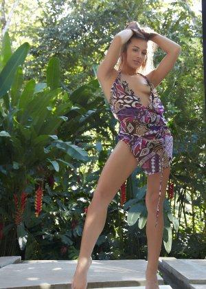 Обнаженная эротика от молоденькой девушки с красивым телом - фото 17