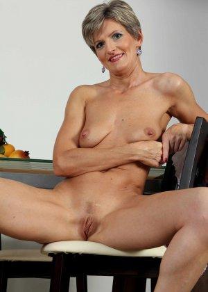 Мелани уже очень немолода, но старается выглядеть сексуально и у нее это отлично получается - фото 3