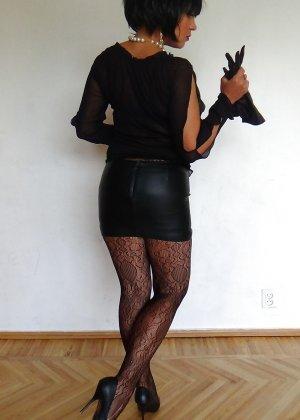 Раскрепощенная и гламурная чертовка хвастается своим сексуальным телом - фото 39