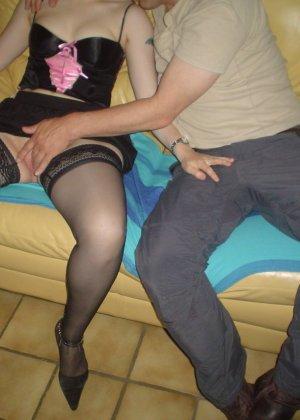 Зрелая женщина готова ублажать мужчин – иногда она справляется сразу с несколькими, но при этом и сама получает удовольствие - фото 8