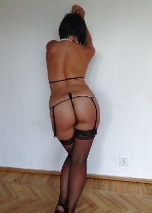 Раскрепощенная и гламурная чертовка хвастается своим сексуальным телом - фото 53