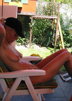Сорокалетняя блондинка показывает, что она еще ничего и многое может – секс ей очень нравится - фото 2