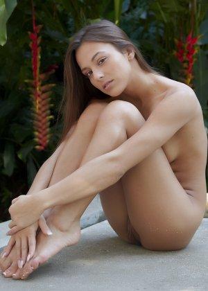 Обнаженная эротика от молоденькой девушки с красивым телом - фото 49