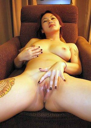Азиатская красавица демонстрирует сиськи и дырочку между ножками - фото 38