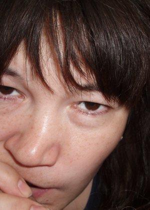Русская женщина готова обслуживать своего мужчину и не стесняется мочиться перед камерой - фото 52