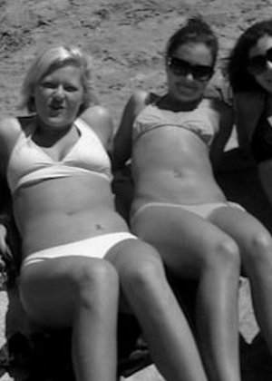 Келли Стрипер хранит очень большую коллекцию фотографий, на которых она всегда сексуальна - фото 48