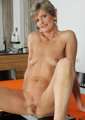 Мелани уже очень немолода, но старается выглядеть сексуально и у нее это отлично получается - фото 22