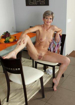 Мелани уже очень немолода, но старается выглядеть сексуально и у нее это отлично получается - фото 20