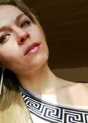 Горячая немецкая штучка очень соблазнительна в красивом белье и без него - она не знает стеснения - фото 13
