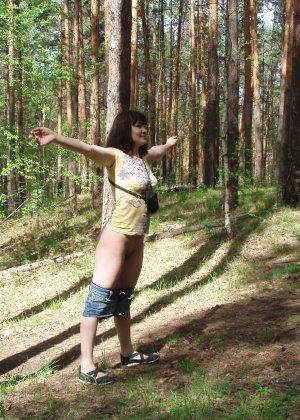 Русская женщина готова обслуживать своего мужчину и не стесняется мочиться перед камерой - фото 42