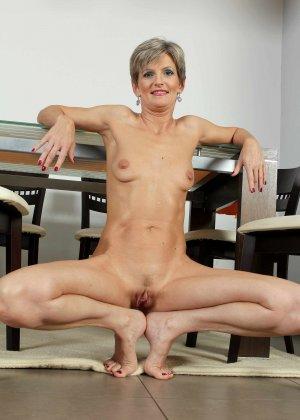 Мелани уже очень немолода, но старается выглядеть сексуально и у нее это отлично получается - фото 29