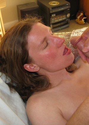 Девушка любит трахаться так, чтобы сперма оказывалась или внутри ее дырочки, или в ротике, где можно сглотнуть - фото 3