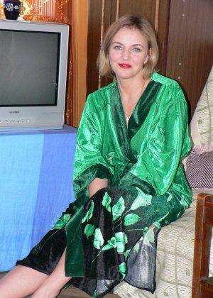 Зрелая женщина обладает достаточной сексуальностью, поэтому старается показать себя во всей красе - фото 12