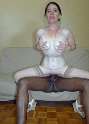Старая женщина ебется с двумя неграми по вызову - фото 23