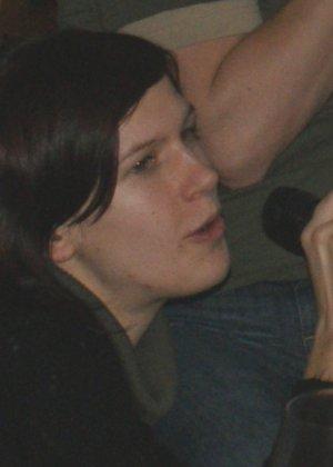 Кэти похожа на мужчину – возможно в этом тайна тех фотографий, где виден мужской член на фоне женских туфель - фото 10