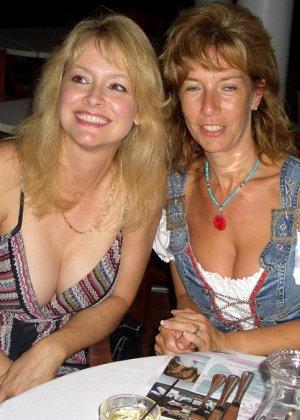 Блондинка обладает соблазнительной внешностью, поэтому она может совратить кого угодно - фото 8
