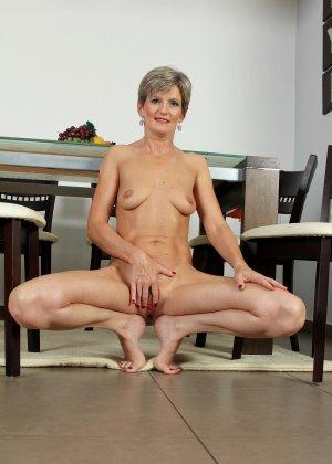 Мелани уже очень немолода, но старается выглядеть сексуально и у нее это отлично получается - фото 32
