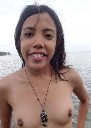 Филиппинка показывает свое тело на пляже и не только, позволяя рассмотреть все подробности - фото 20