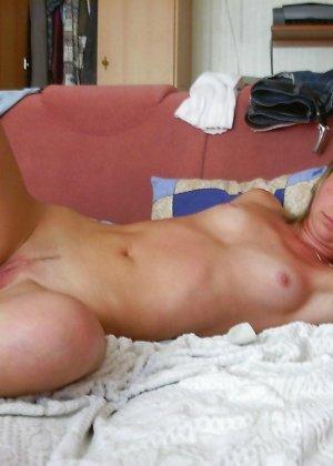 Любительский разврат с молоденькими обнаженными сучками - фото 20