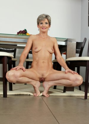 Мелани уже очень немолода, но старается выглядеть сексуально и у нее это отлично получается - фото 35