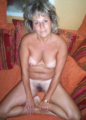 Зрелая дамочка достаточно решительна для того, чтобы показать свою хорошо сохранившуюся фигуру - фото 7
