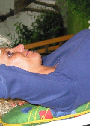 Сорокалетняя блондинка показывает, что она еще ничего и многое может – секс ей очень нравится - фото 5