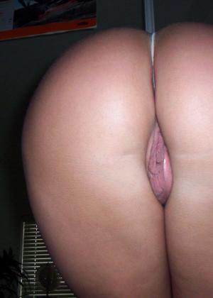 Блондинка с сексуальной грудью позирует перед камерой – ей есть что показать и она может возбудить каждого - фото 15