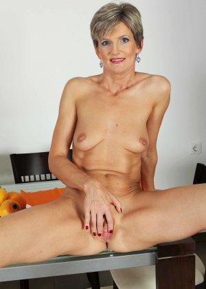 Мелани уже очень немолода, но старается выглядеть сексуально и у нее это отлично получается - фото 28