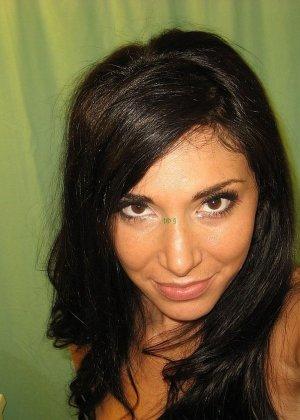 Любительская фото сессия сногсшибательной латиноамериканской девушки - фото 61