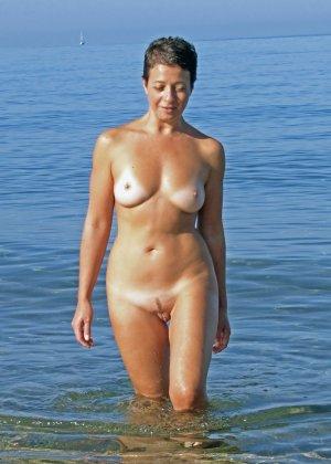 Женщина показывает свое тело, абсолютно не испытывая стеснения – она готова делиться своими секретами со всеми - фото 4