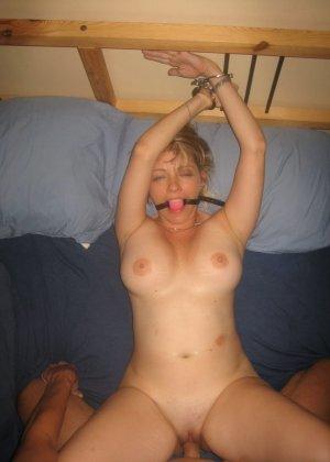 Любительский разврат с молоденькими обнаженными сучками - фото 9