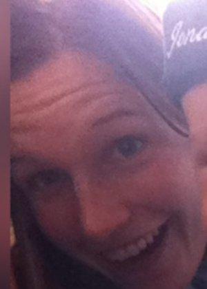 Кэти похожа на мужчину – возможно в этом тайна тех фотографий, где виден мужской член на фоне женских туфель - фото 22
