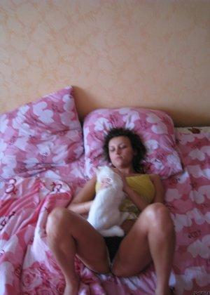 Девушка хвастается шикарными буферами – она очень возбуждает своего партнера красивой грудью - фото 5