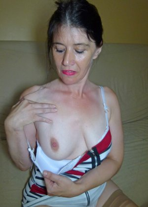 Старая женщина ебется с двумя неграми по вызову - фото 3