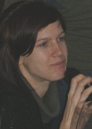 Кэти похожа на мужчину – возможно в этом тайна тех фотографий, где виден мужской член на фоне женских туфель - фото 9