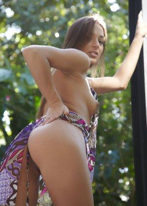 Обнаженная эротика от молоденькой девушки с красивым телом - фото 21