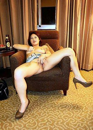 Азиатская красавица демонстрирует сиськи и дырочку между ножками - фото 31