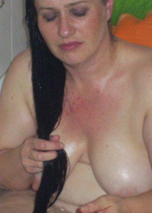 Лаура не обладает идеальным телом, но при этом она не против, чтобы на нее пялились мужики - фото 16