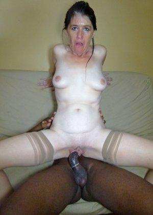 Старая женщина ебется с двумя неграми по вызову - фото 28