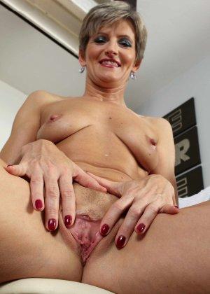 Мелани уже очень немолода, но старается выглядеть сексуально и у нее это отлично получается - фото 5